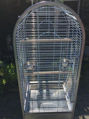 Mooie nieuw papegaaienkooi met te openen bovenkant in 2 maten de kleinste is momenteel uitverkocht (neem even contact op svp)